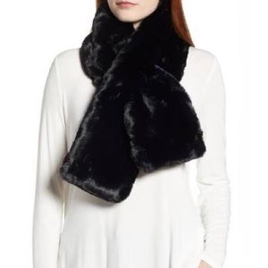 ❄️ Black the limited faux fur scarf ❄️